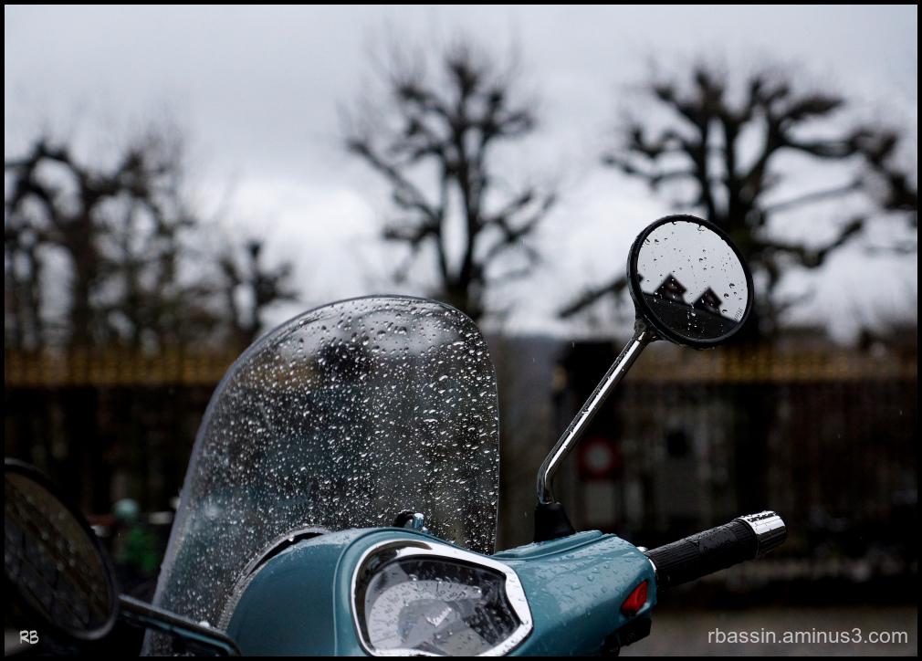 Vespa sous la pluie