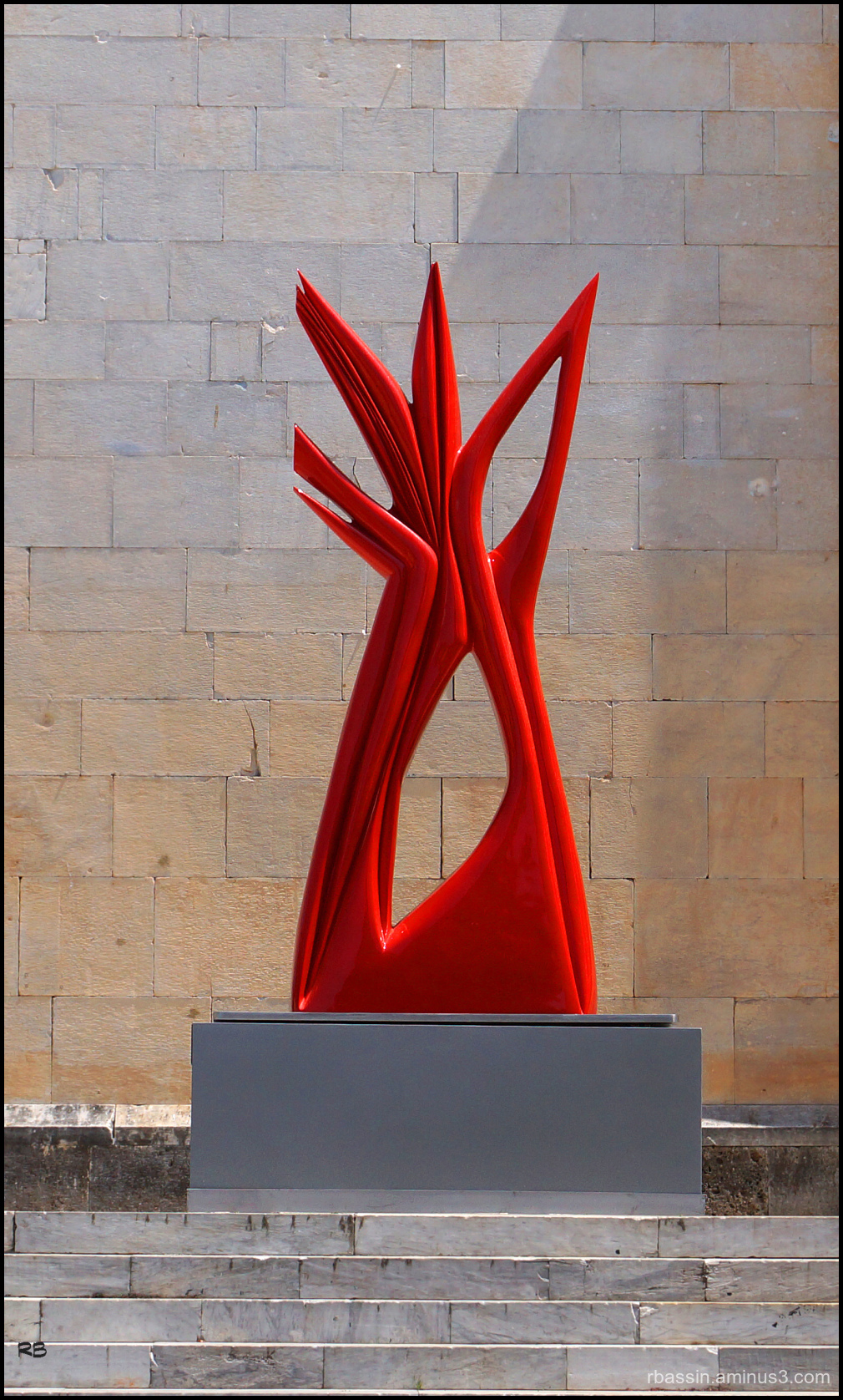 sculpture rouge