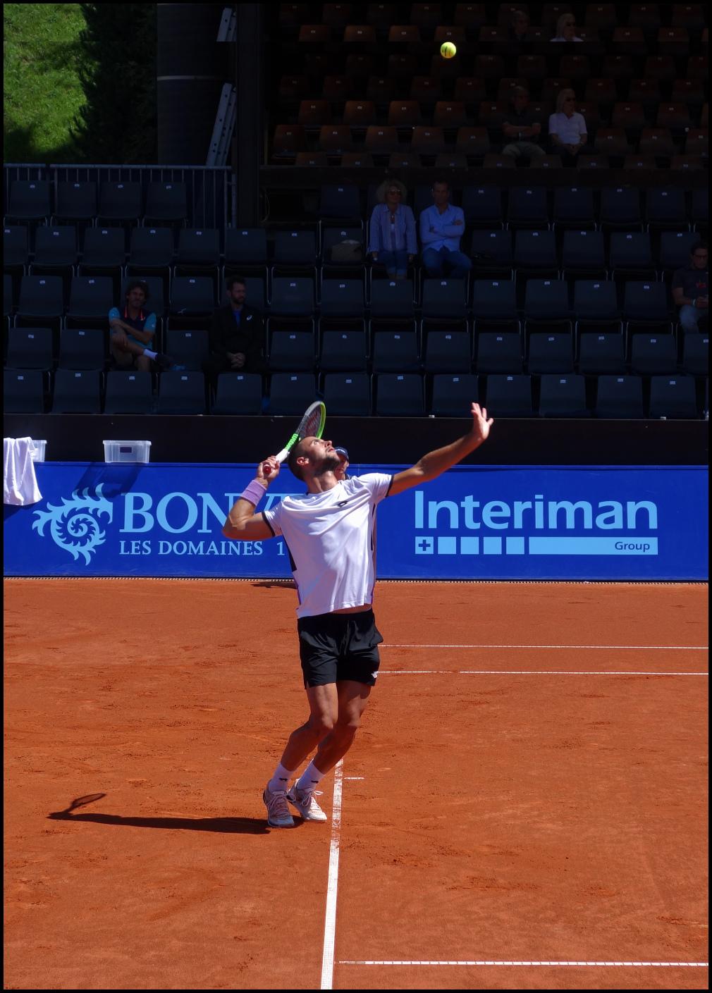 mouvement du service au tennis