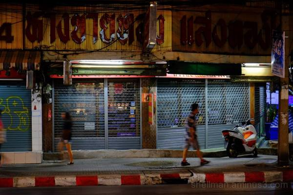 Phra Khanong at night