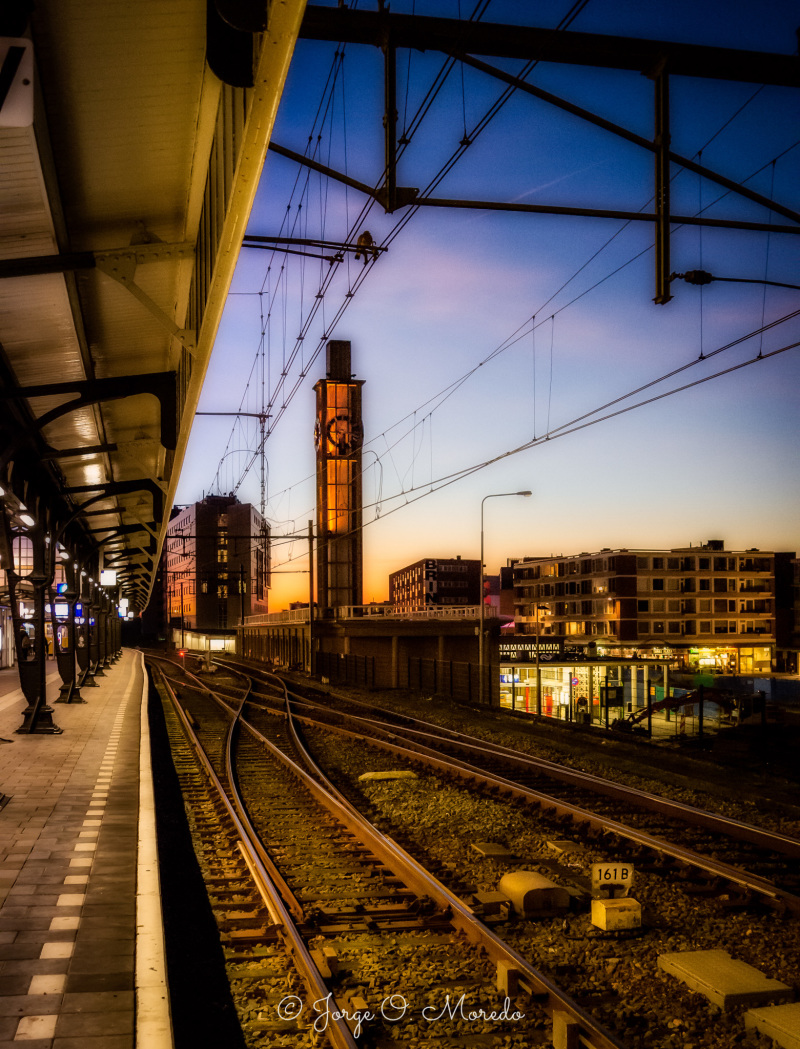 Hengelo station at night