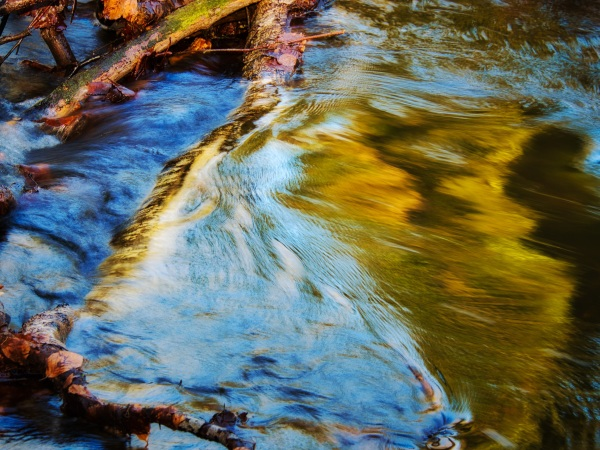 Abstract flow of water