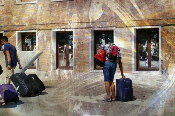 On se prend souvent la tête à rouler la valise...