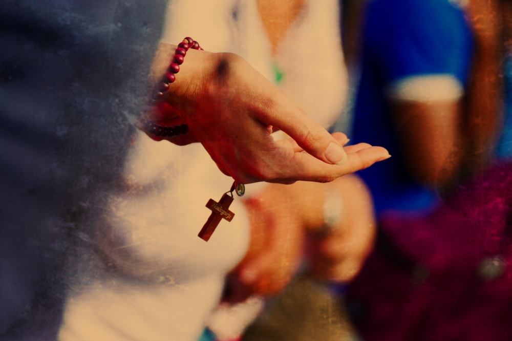 La main prendra ce rouge sang de son coeur...