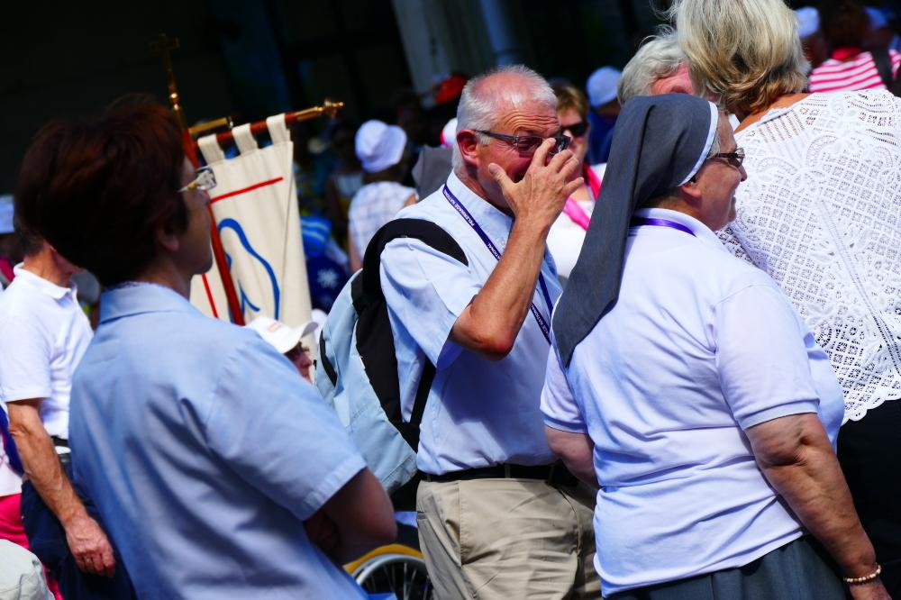 Remettre les lunettes pour communiquer avec l'oeil