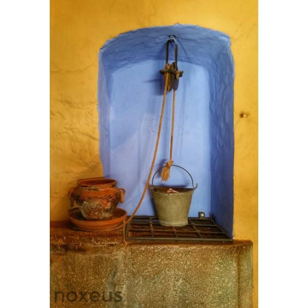 Un pozo en el interior de una casa de campo