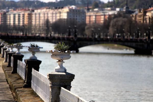 paseo al borde del rio