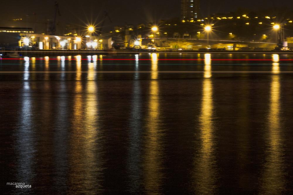 puerto de Pasajes de noche