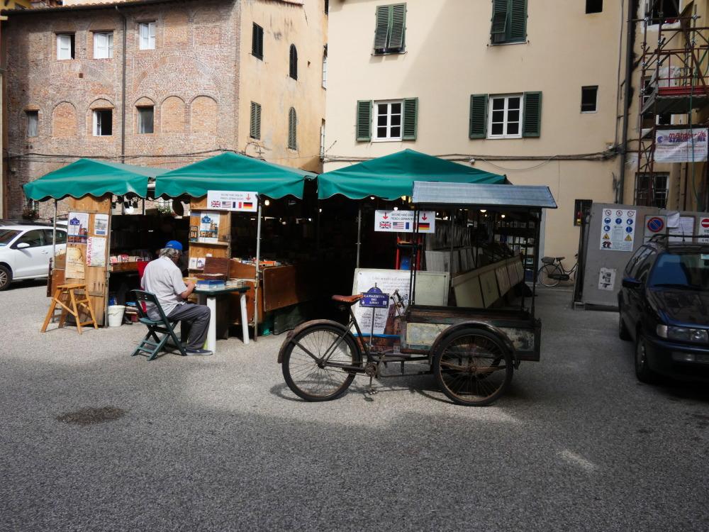 mercatino de l libro Lucca Toscana