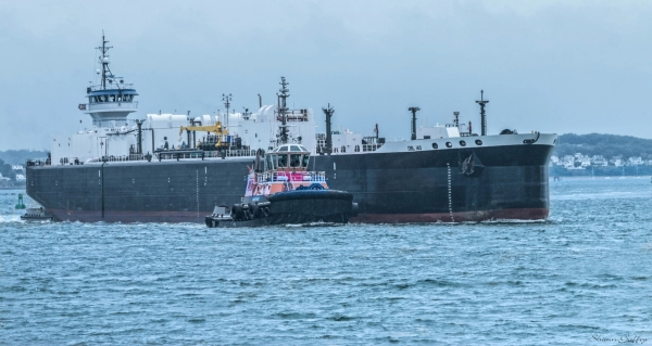 DBL 140.  Non propelled barge.