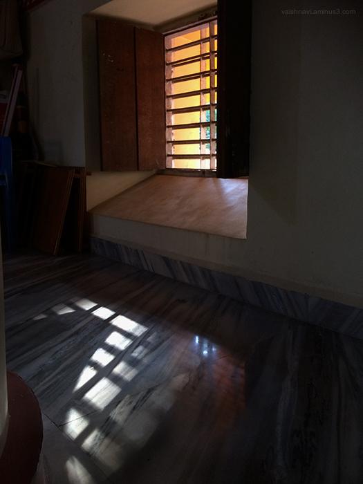 side windows let in scanty light