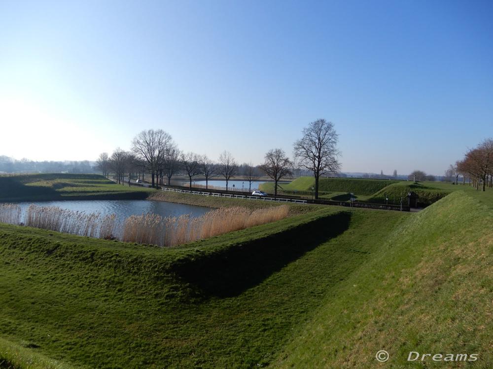Heusden 2 . Vestingwallen /  fortress ramparts