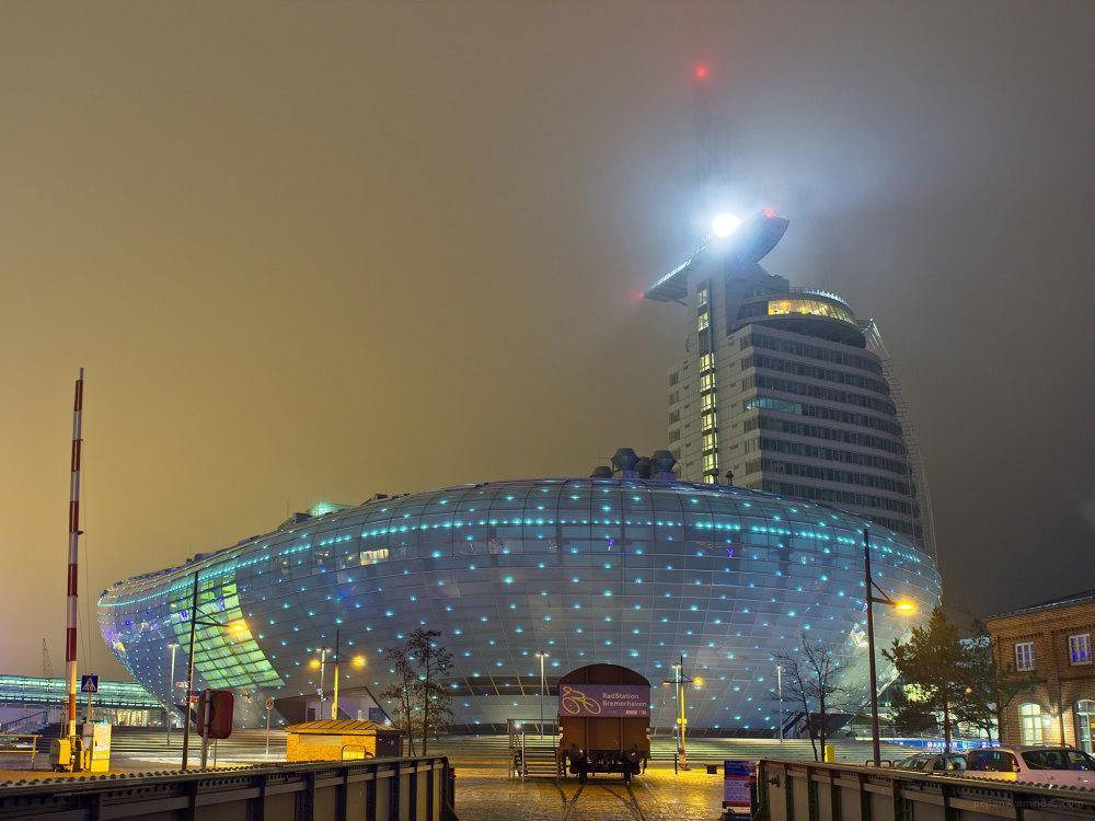 Klimahaus 8°-Ost in Bremerhaven bei Nebel