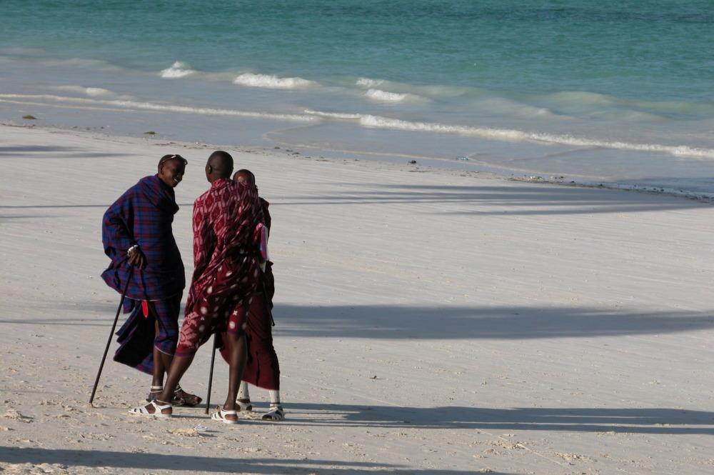 I Masai a sorvegliare la spiaggia a Zanzibar
