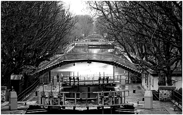 Paris Canal St Martin Suite de ponts
