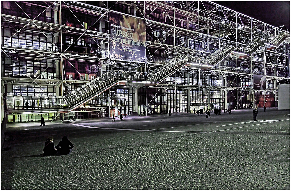 Beaubourg Sitting nocturne