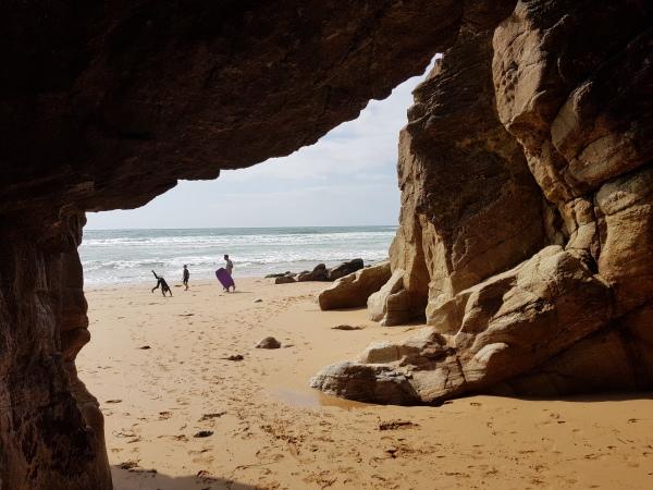 Sous les rochers, une plage ... [2]