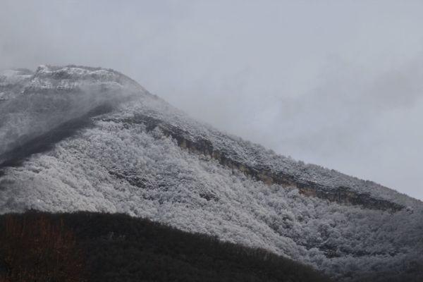 Le mont Peney dans son manteau neigeux