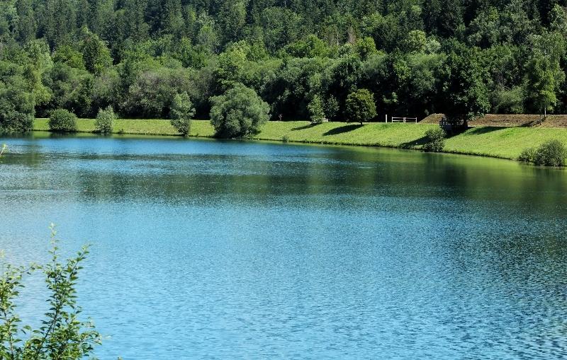 Un plan d'eau en Savoie....