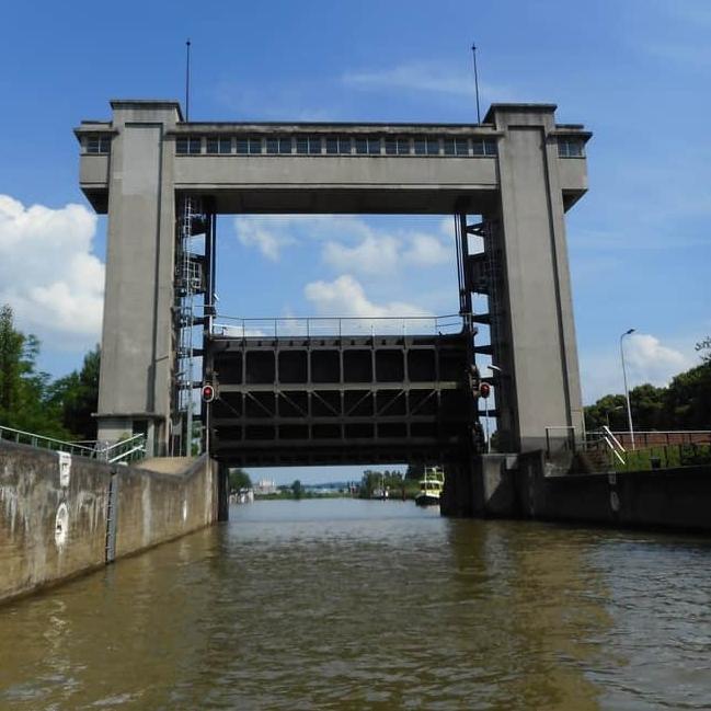 Four locks trip Maastricht