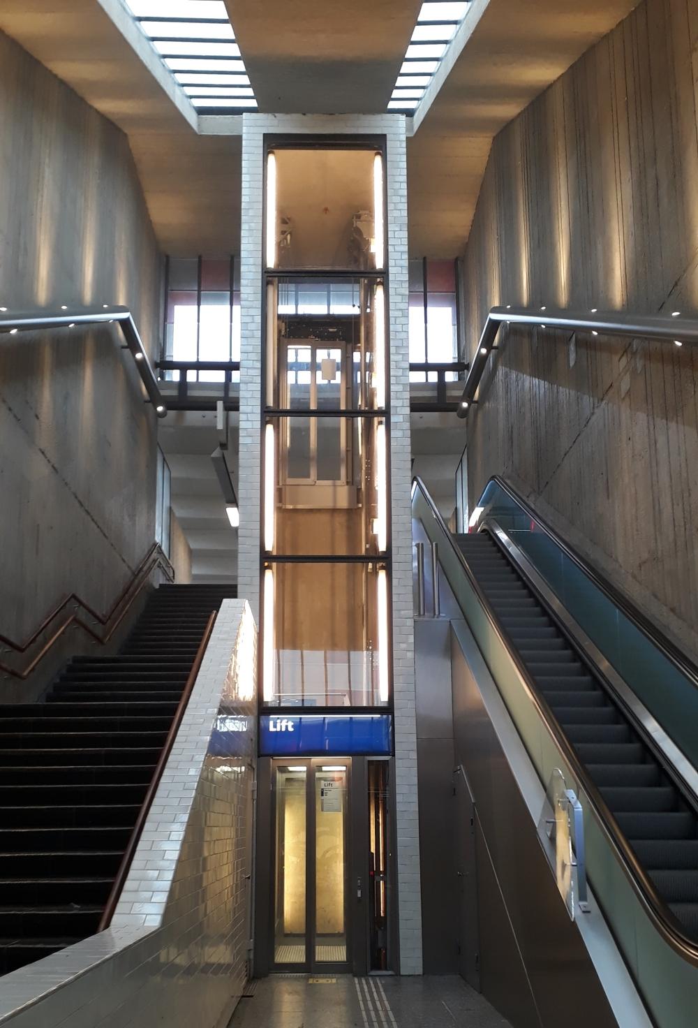 Station Holendrecht