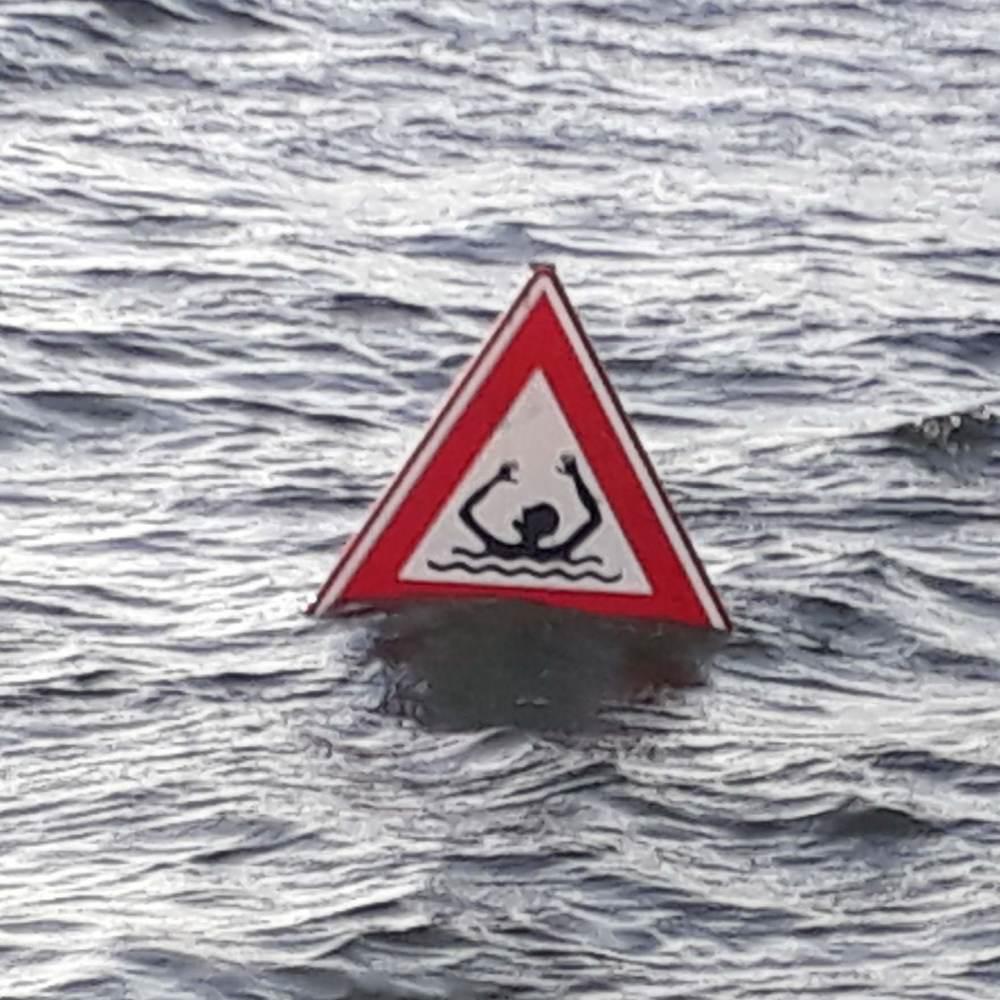 Help me ... I am drowning