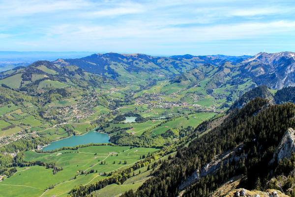 Le  Val - de - Charmey  ( vue de la Dent de Broc )
