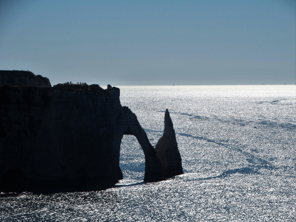 Counter-day on the ark and the hand of Etretat.