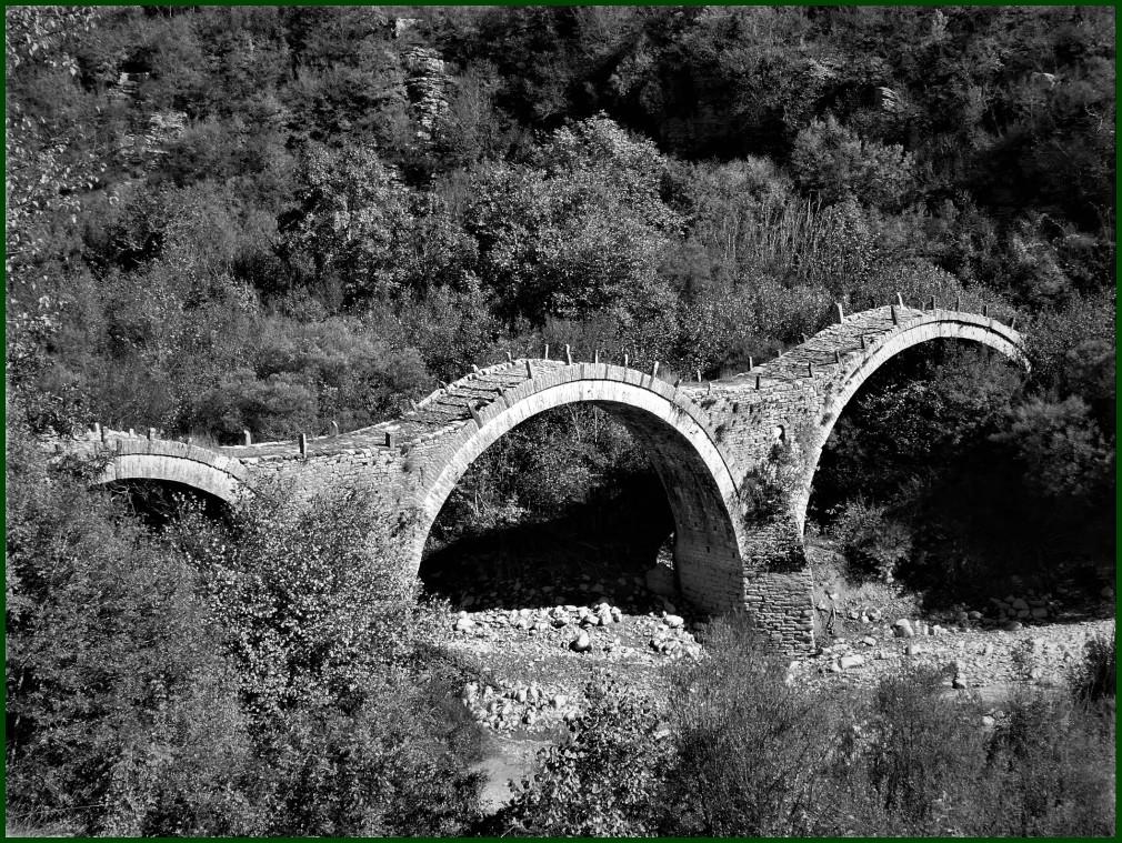 Zubia Pindo mendian / Bridge in Pindus Mountains