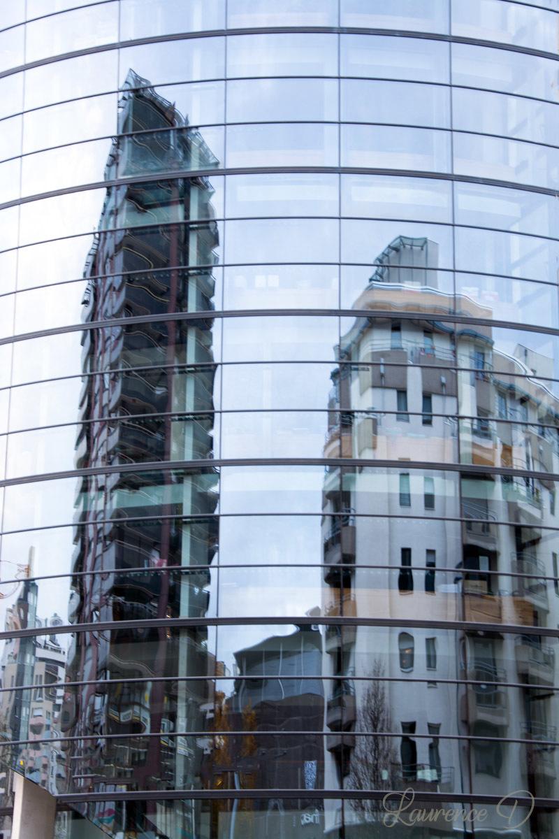 Reflets sur un immeuble à Clermont-Ferrand 63